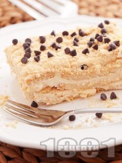 Лесна бисквитена торта с баварски крем от сметана, жълтък и пудинг ванилия (нишесте) - снимка на рецептата